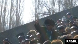 Kyrgyzstan -- Revolutionary Committee-Led Opposition Gathering Held in Talas 18nov2008