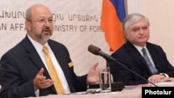 Armenia - Foreign Minister Edward Nalbandian (R) and OSCE Secretary General Lamberto Zannier hold a joint press conference in Yerevan, 12Jul2012.