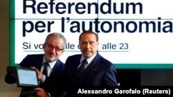 Лидер партии «Вперед, Италия» Сильвио Берлускони и президент Ломбардии Роберто Марони во время пресс-конференции, посвященной референдумам в Ломбардии. Милан, 18 октября 2017 года