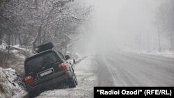 На трассе Душанбе-Чанак сошли более 11 снежных лавин