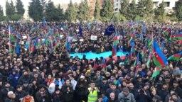 Baku, protestçiler syýasy tussaglaryň azat edilmegine çagyrýarlar.