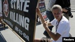 Участники акции против смертной казни в США.