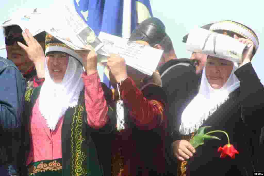 Курултайга ар бир облустан 60тан өкүл чакырылган - Kyrgyzstan -- Grand Congress (Eldik Kurultay) of United Popular Movement In the Village of Arashan Near Bishkek,25april2009