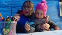 «Київ у блакитному»: батьки дітей із аутизмом провели акцію (відео)