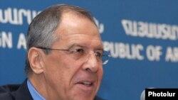 Министр иностранных дел России Сергей Лавров отвечает на вопросы журналистов, Ереван, 14 января 2010 г.