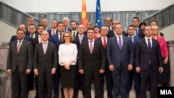 Premierul Zoran Zaev și membrii noului guvern macedonean