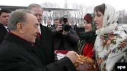 Қазақстан президенті Нұрсұлтан Назарбаев Украинада. Көрнекі сурет.