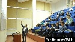 Петербургские студенты на лекции