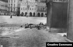 Трупы убитых в центре Праги в дни Пражского восстания, май 1945 года