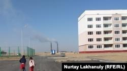 Новые дома в Алматы, построенные в экологически небезопасном районе.
