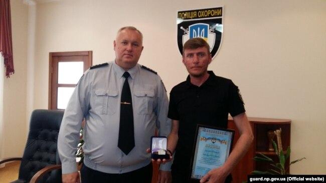 Руслан Корнутич отримує подяку