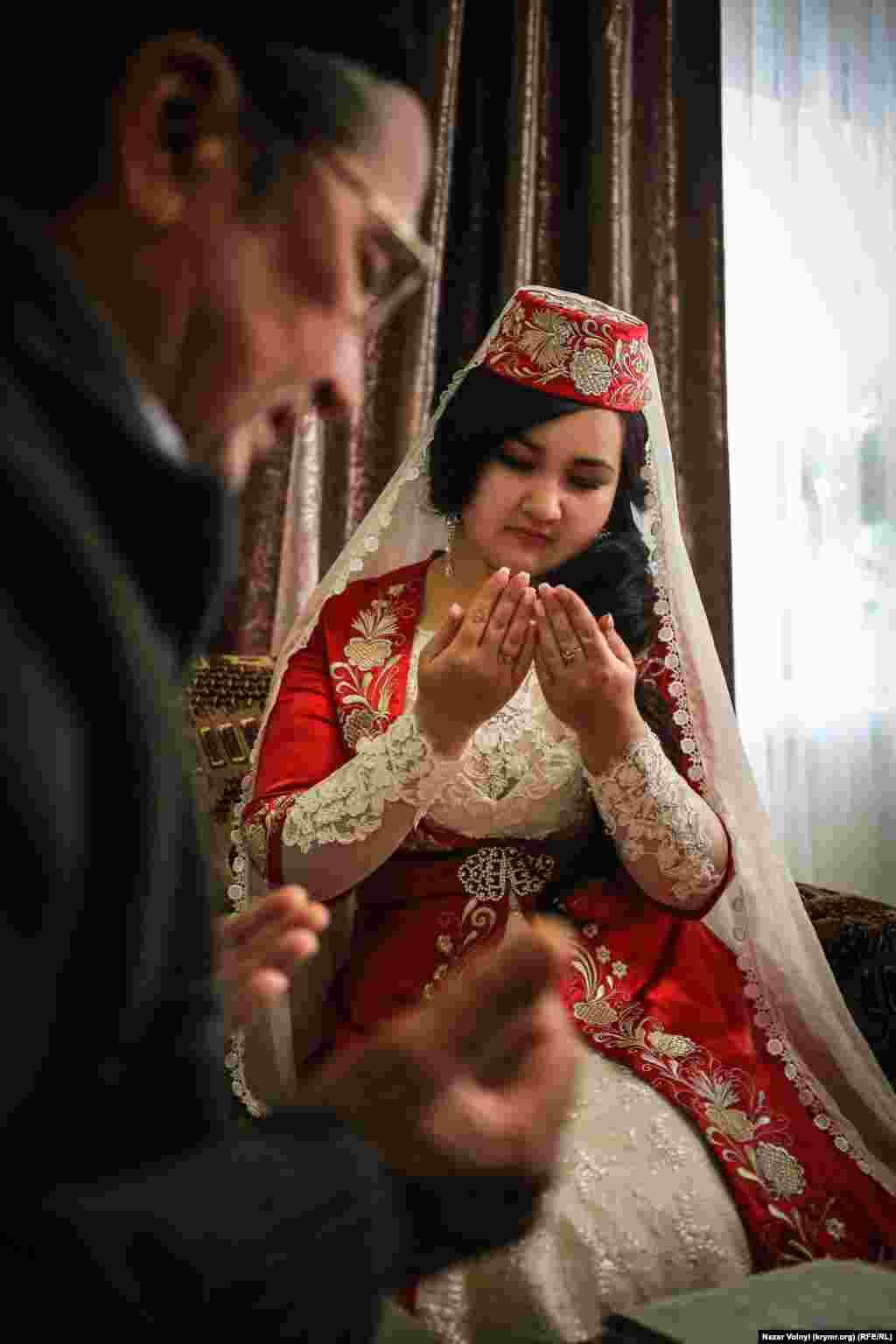 Qırımtatarlar içün eñ müimi «imam nikâhıdır». Ateizm ve din ile küreş yıllarında qırımtatarlar qıznı nikâhsız bermegen ediler.