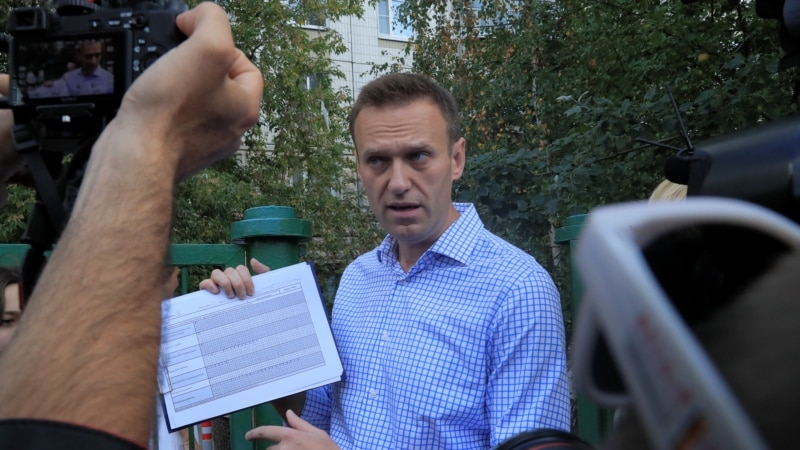 Mass Police Searches Of Navalny Offices Across Russia