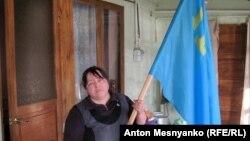 Эмине попросила сфотографировать ее с крымско-татарским флагом