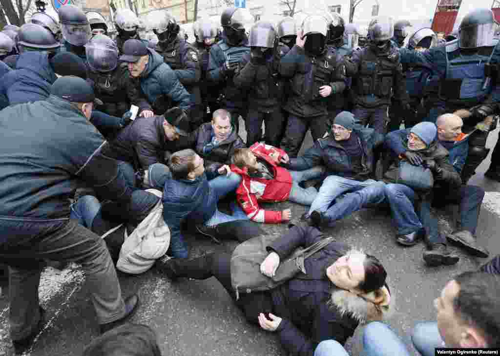 Supporters of Saakashvili clash with police as the number of protesters swells.