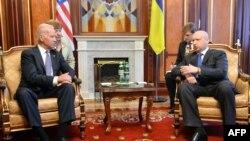 اولکساندر تورچینف، رئیسجمهوری دولت موقت اوکراین صبح روز سهشنبه، با جو بایدن، معاون رئیسجمهوری امریکا در کییف دیدار کرد