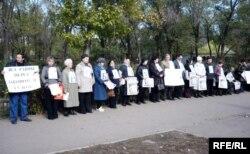 Евгений Жовтисти колдогон акция. Казакстандын Уральск шаары. 12-октябрь 2009.