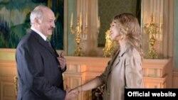 Беларусь президенті Александр Лукашенко мен «Дождь» телеарнасы өкілі Ксения Собчак.