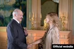 Ксенія Сабчак перад інтэрвію з Аляксандрам Лукашэнкам. 2014 год.