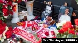 На месте убийства Юрия Волкова, 26 июля 2010