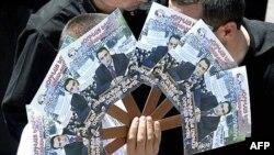 Сторонники бывшего спикера Багдасаряна (на листовках) собрали достаточно голосов, чтобы преодолеть пятипроцентный барьер. Они считают итоги выборов сфальсифицированными