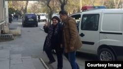 Խադիջա Իսմայլովան ժամանում է դատարան