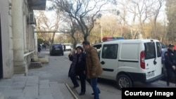 Azerbaijan. Baku. Journalist Khadija İsmayilova entering the court building in Baku