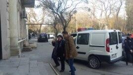 Azerbaijan. Baku. Journalist Khadija İsmayilova entering the court building in Baku