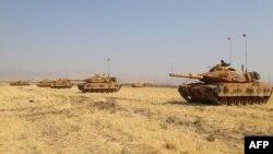 تانکهای ترکیه در رزمایش این کشور در گذرگاه مرزی خابور در مرز اقلیم کردستان عراق. دوشنبه ۲۷ شهریور (۲۵ سپتامبر ۲۰۱۷).