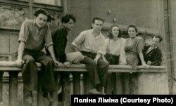 Георгій Якутович (крайній зліва) та Олександра