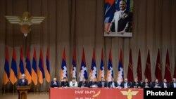 Президент Армении Серж Саргсян выступает на 15-ом съезде Союза добровольцев «Еркрапа», Ереван, 15 февраля 2014 г.
