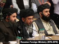 Мулла Барадар (в центре), заместитель лидера талибов и главный переговорщик, на международной мирной конференции в Москве, 18 марта 2021 года