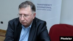 Armenia - Varuzhan Hoktanian of the Armenian branch of Transparency International at a news conference in Yerevan, 15Mar2017.