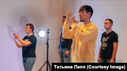 """Сцена из спектакля """"Әллүки"""""""