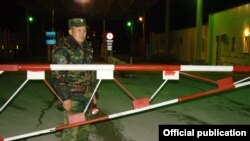 На пункте пропуска «Ак-Тилек» на границе Кыргызстана и Казахстана.
