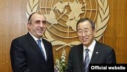 Встреча генерального секретаря ООН Бан Ки-Муна (слева) с главой МИД Азербайджана Эльмаром Мамедъяровым в штаб-квартире ООН в Нью-Йорке, 20 марта 2007 года