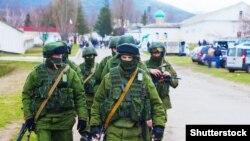 Крим, російські військові у селі Перевальне, 5 березня 2014 року