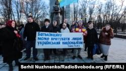 У день відкриття пам'ятника у Бабиному Яру діячу ОУН, поетесі Олені Телізі. Київ, 25 лютого 2017 року