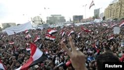 Манифестанты на площади Тахрир в Каире