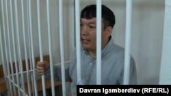 Қазақстандық оппозициялық белсенді әрі блогер Мұратбек Тұңғышбаев Бішкектегі сотта отыр. 19 маусым 2018 жыл.