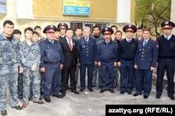 ҚазҰУ студенттерінен құралған полиция көмекшілері, студент жасағы. Алматы, 20 маусым 2012 жыл.
