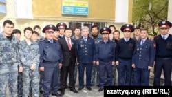 Отряд помощников полиции из студентов Казахского национального университета имени аль-Фараби. Алматы, июнь 2012 года.