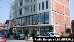 Sedište Administrativne kancelarije Vlade Kosova u severnoj Mitrovici, juni 2012.