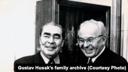 Леонид Брежнев и Густав Гусак в Москве на праздновании 60-летия Октябрьской революции. Ноябрь 1977 года