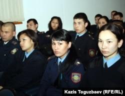 Сотрудники алматинского СИЗО слушают выступления на семинаре по борьбе с коррупцией. Алматы, 18 ноября 2011 года.
