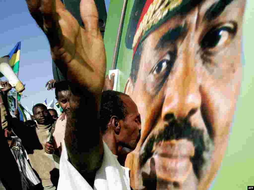 Демонстрация народной любви к президенту Судана Омару аль-Башира