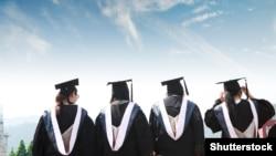 Të rinjtë, që përfundojnë shkollimin në Kosovë, nuk janë të përgatitur mirë për tregun e punës, thonë ekspertët.