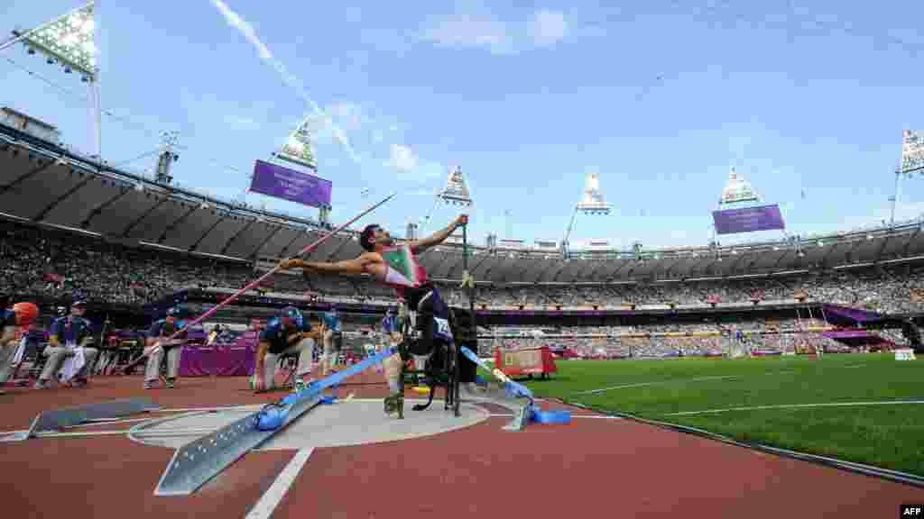 Iran's Abdolreza Jokar competes in the men's javelin throw F52/53 final at the London 2012 Paralympic Games in the Olympic Stadium. (AFP/Glyn Kirk)