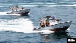 این سه قایقدر محدوده سکوهای نفتی بندر ماهشهر شناسایی و توقیف شدند