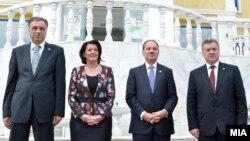 Presidenti i Malit të Zi(i pari majtas), presidentja e Kosovës, presidenti i Shqipërisë, dhe ai i Maqedonisë(djathtas), Durrës.
